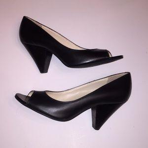 Nine West chunky heel peep toe pumps sz8